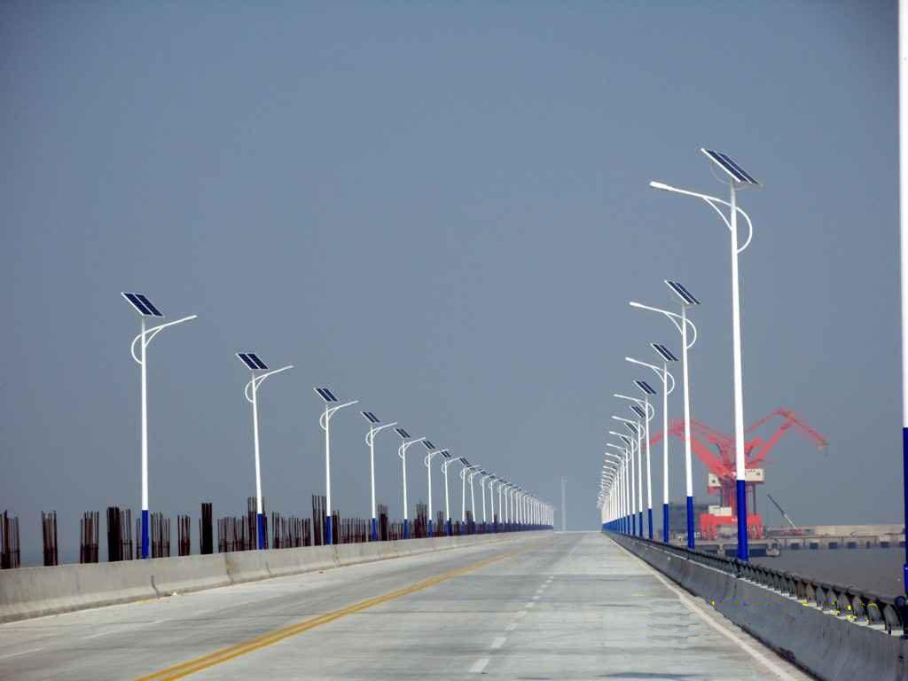 solar-lights-highway